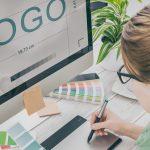 web designer devant son écran